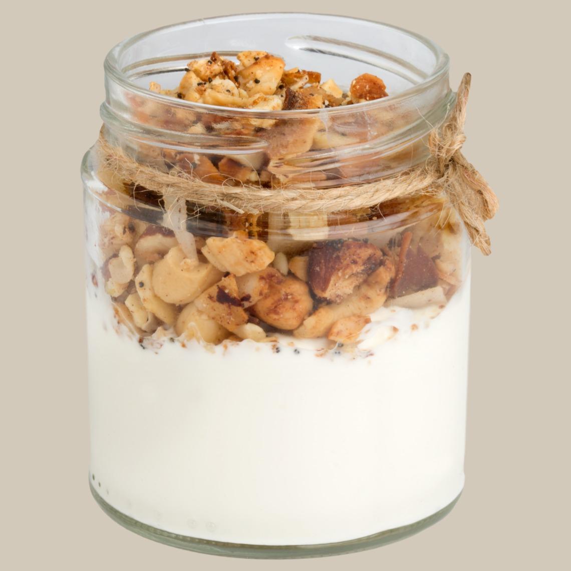 Yogur cremoso con granola